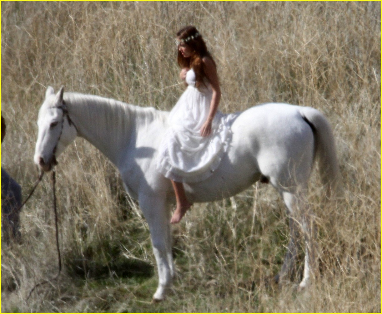 Full Sized Photo Of Miley Cyrus White Horse Photo Shoot 05 Miley Cyrus White Horse Whimsical Just Jared Jr