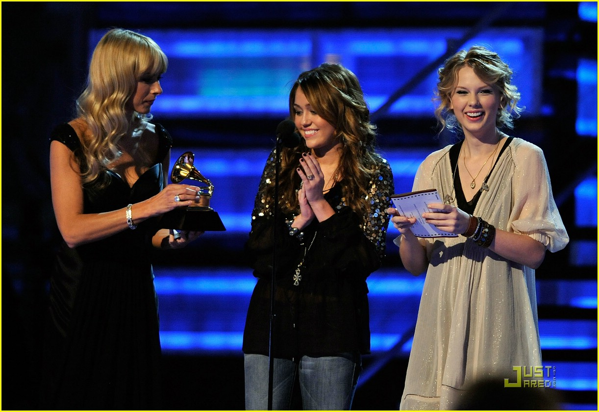 Full Sized Photo Of Miley Cyrus Taylor Swift Fifteen Grammy Show 02 Miley Cyrus Taylor Swift Turn Fifteen Just Jared Jr