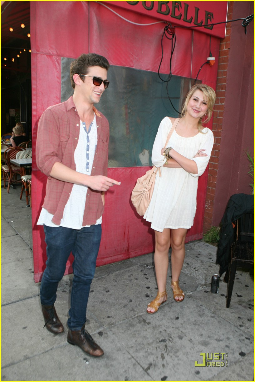 Full Sized Photo Of Daren Kagasoff Chelsea Staub Pig Pair 07 Daren Kagasoff Chelsea Staub Bourgeois Pig Pair Just Jared Jr Daren is the middle child born to barry kagasoff and his wife elise. full sized photo of daren kagasoff chelsea staub pig pair 07 daren kagasoff chelsea staub bourgeois pig pair just jared jr