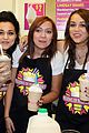 miley cyrus makes milkshake 33