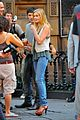 sara paxton on set smiley 03