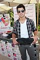 joe jonas frankie gifting 11