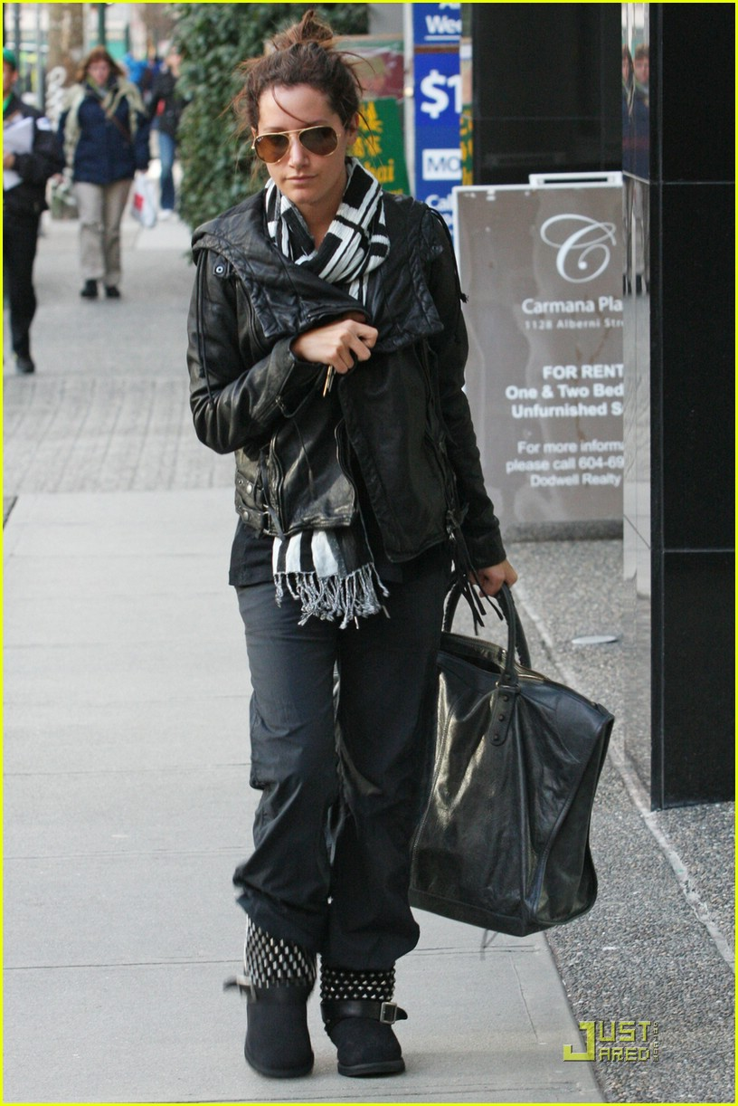 ashley tisdale bw scarf 09