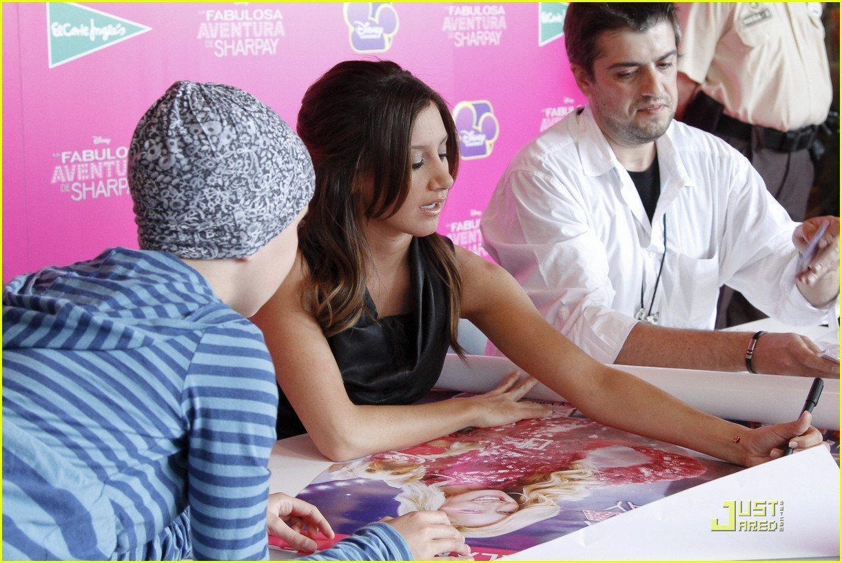 ashley tisdale sharpay signing 10