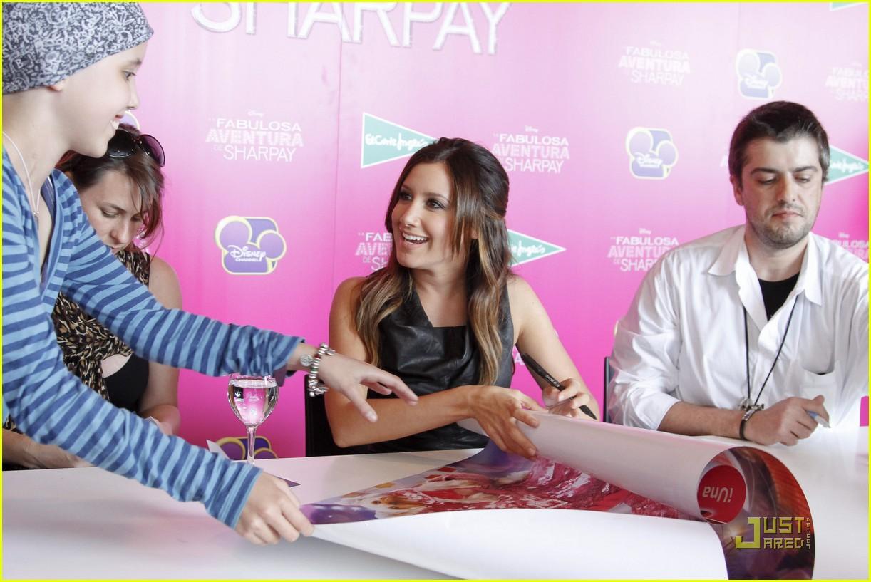 ashley tisdale sharpay signing 15