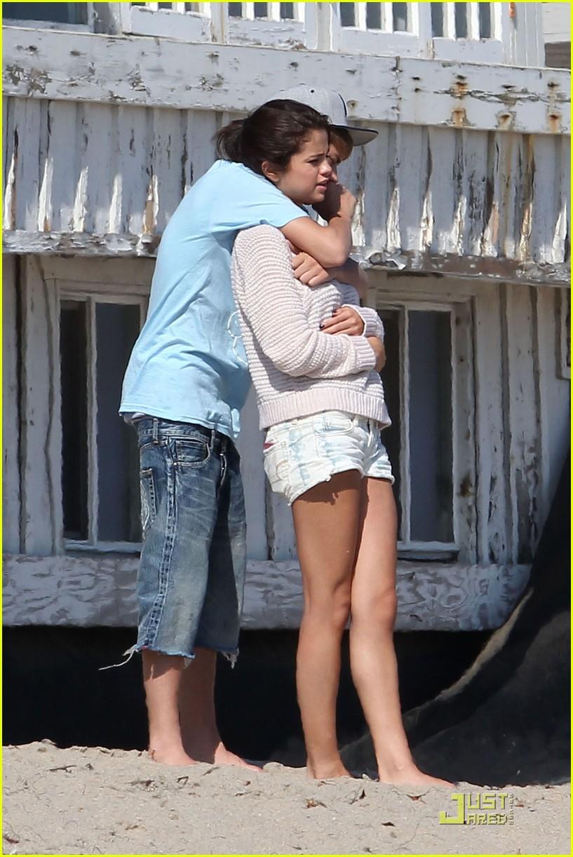 Selena Gomez Justin Bieber Paradise Cove Lovebirds Photo 4304 Justin Bieber Selena Gomez Pictures Just Jared Jr