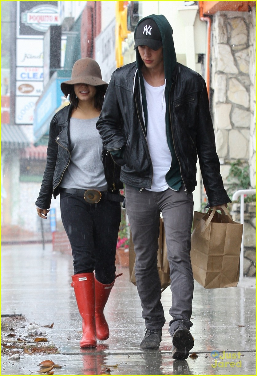 vanessa hudgens rainy red boots 04