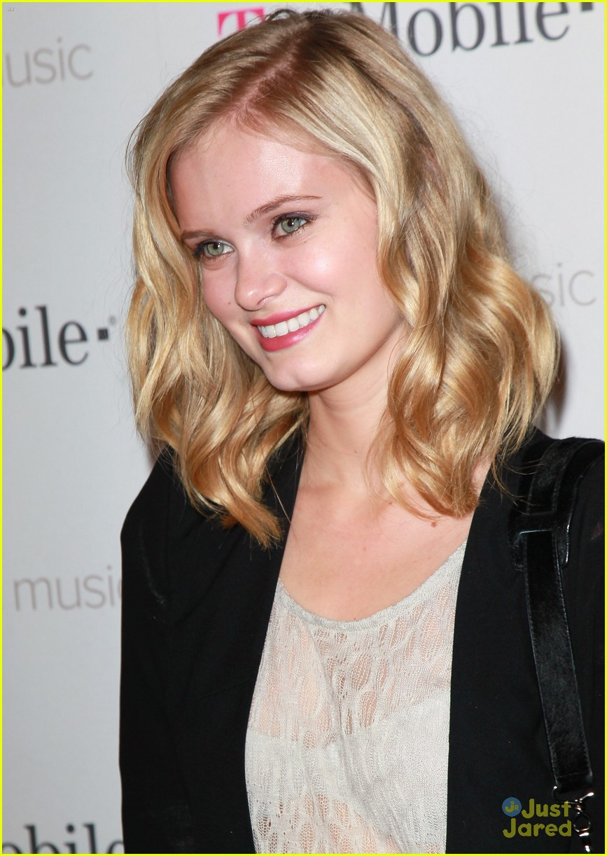 sara paxton google music launch 03