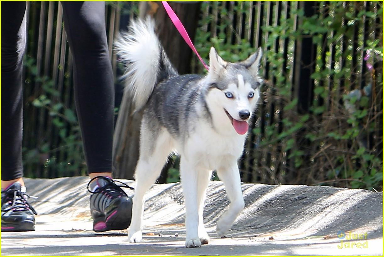 miley cyrus liam hemworth walk 04