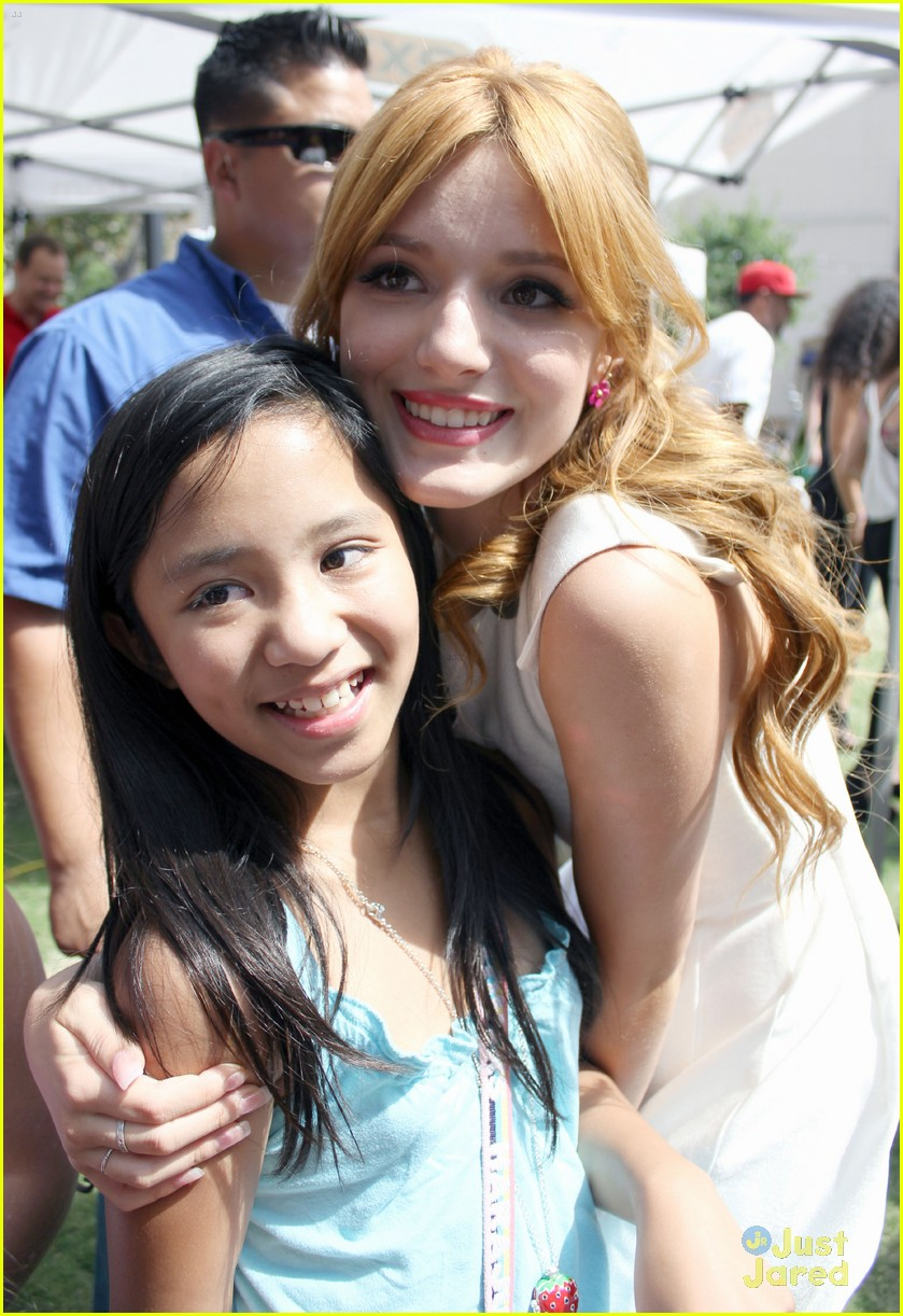 Bella Thorne & Zendaya: 'Extra!' at The Grove | Photo 481529
