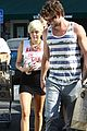 miley cyrus liam hemsworth whole foods 07