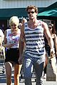 miley cyrus liam hemsworth whole foods 15