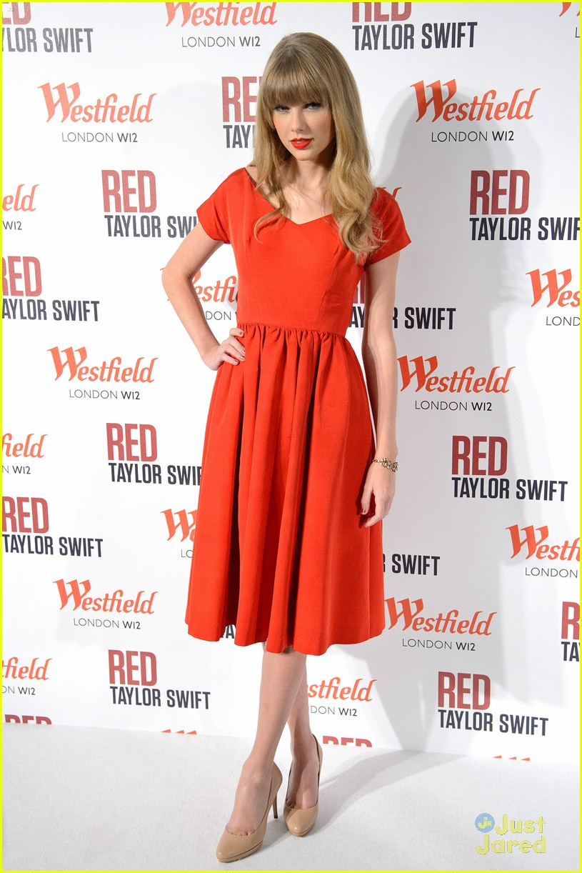 taylor swift westfield lights london 16
