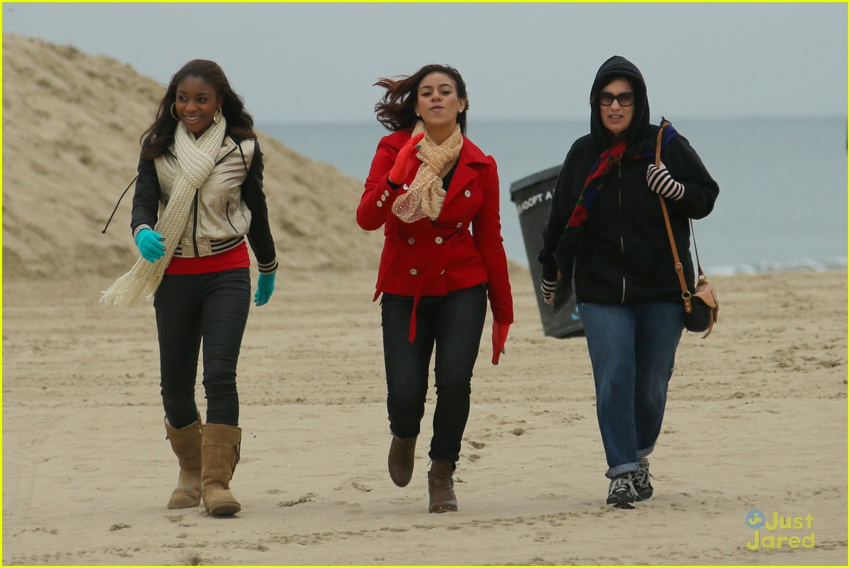 fifth harmony carly sonenclar holiday beach shoot 04