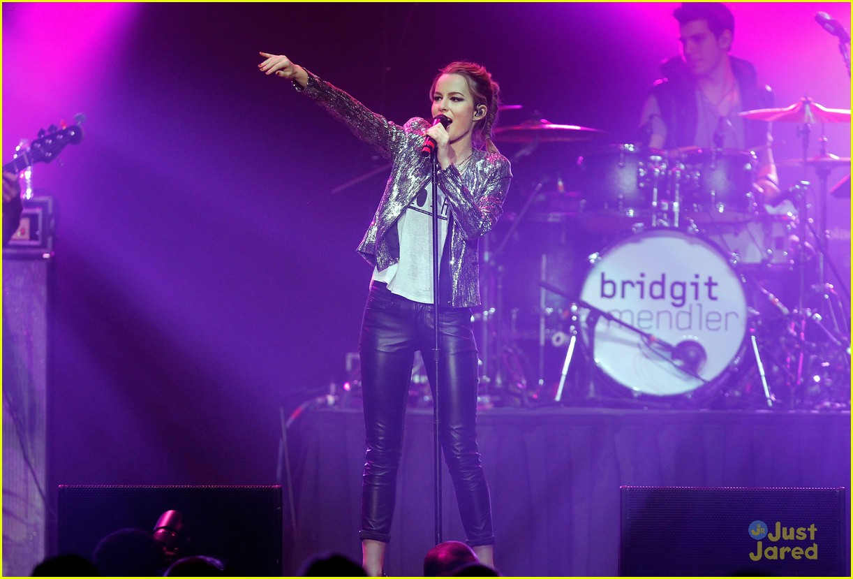 bridgit mendler power 961 jingle ball 32