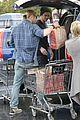 liam hemsworth shopping chris 04