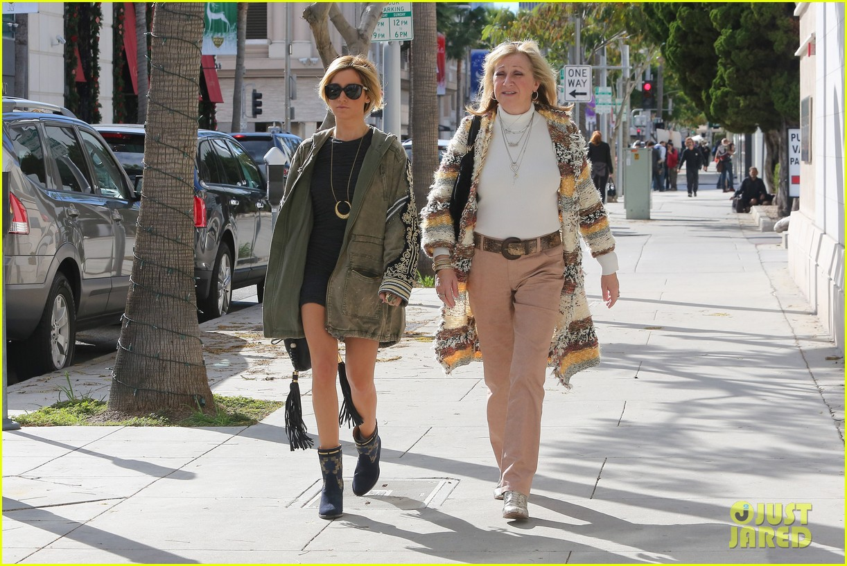 ashley tisdale christmas shopping chanel 15