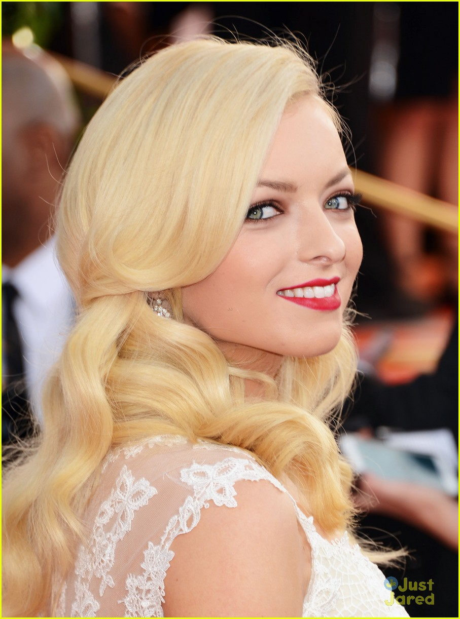 francesca eastwood golden globes 01