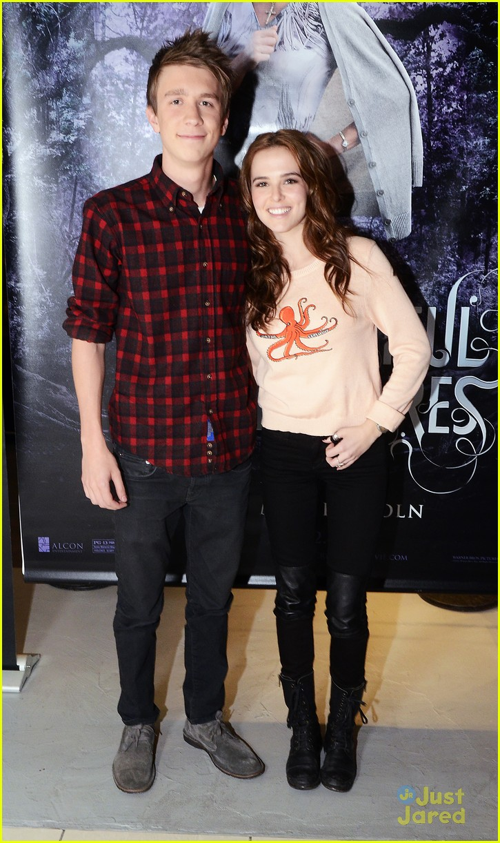 Zoey deutch thomas mann beautiful creatures meet greet in zoey deutch thomas mann beautiful creatures meet greet in new jersey photo 525958 photo gallery just jared jr kristyandbryce Image collections