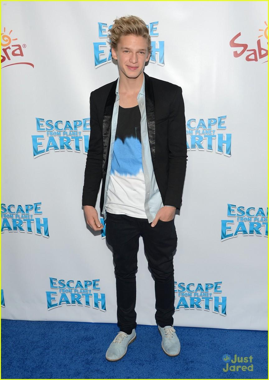 cody simpson escape earth premiere 03