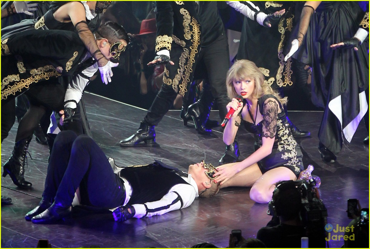 Full Sized Photo Of Taylor Swift Mothers Day Dc Concert Pics 03 Taylor Swift Mother S Day D C Concert Pics Just Jared Jr