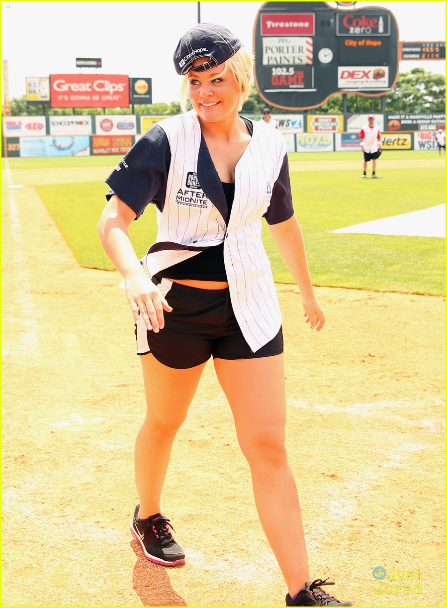 lauren alaina city hope softball game 05