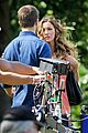 stephen amell katie cassidy arrow filming 04