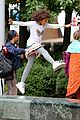quvenzhane wallis carried jamie foxx annie 03