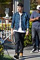 joe jonas lemonade cafe lunch 04
