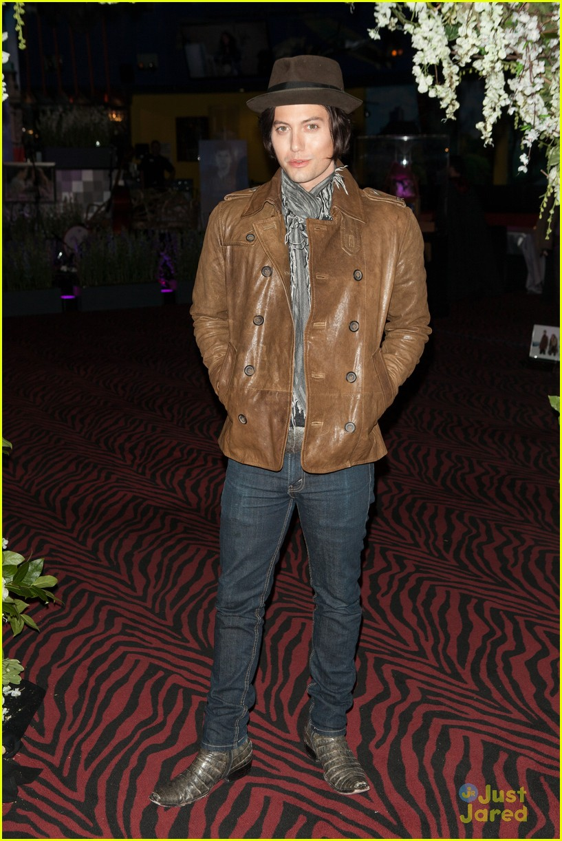 nikki reed jackson rathbone twilight forever 11