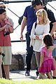 sarah hyland ariel winter modern family holiday episode australia 22
