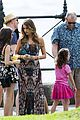 sarah hyland ariel winter modern family holiday episode australia 26