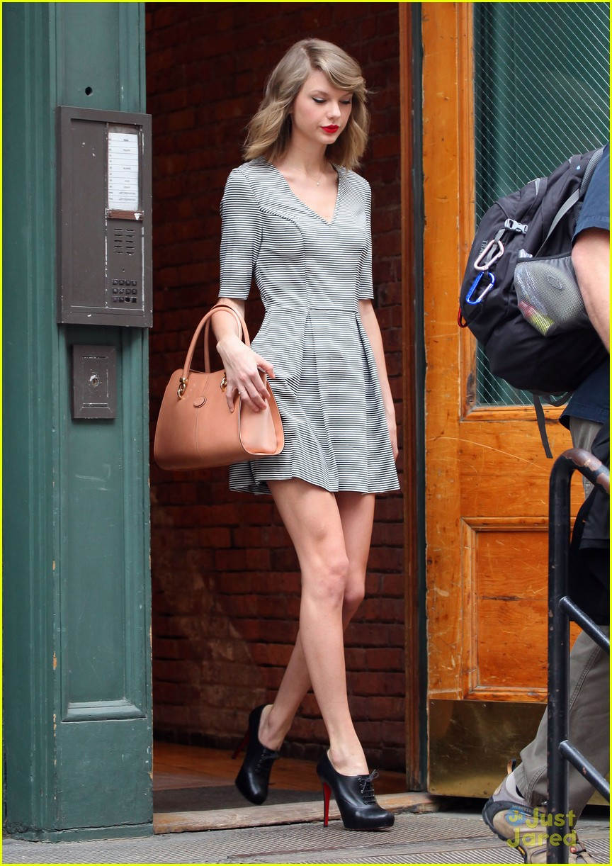 taylor swift striped dress nyc outing 03