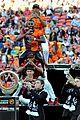 jason derulo jumps around at the australian football a league grand final09