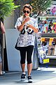 vanessa hudgens taller with platform shoes 01