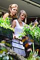 taylor swift plants in her garden with karlie kloss 02