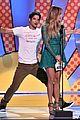 tyler posey jennifer lopez reunion teen choice awards 02