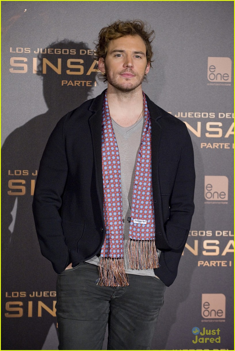 sam claflin opens up on giving up soccer dream 19