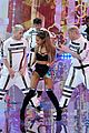 ariana grande ed sheeran victorias secret fashion show 07