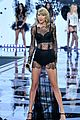 taylor swift victoria secret fashion show performance 14