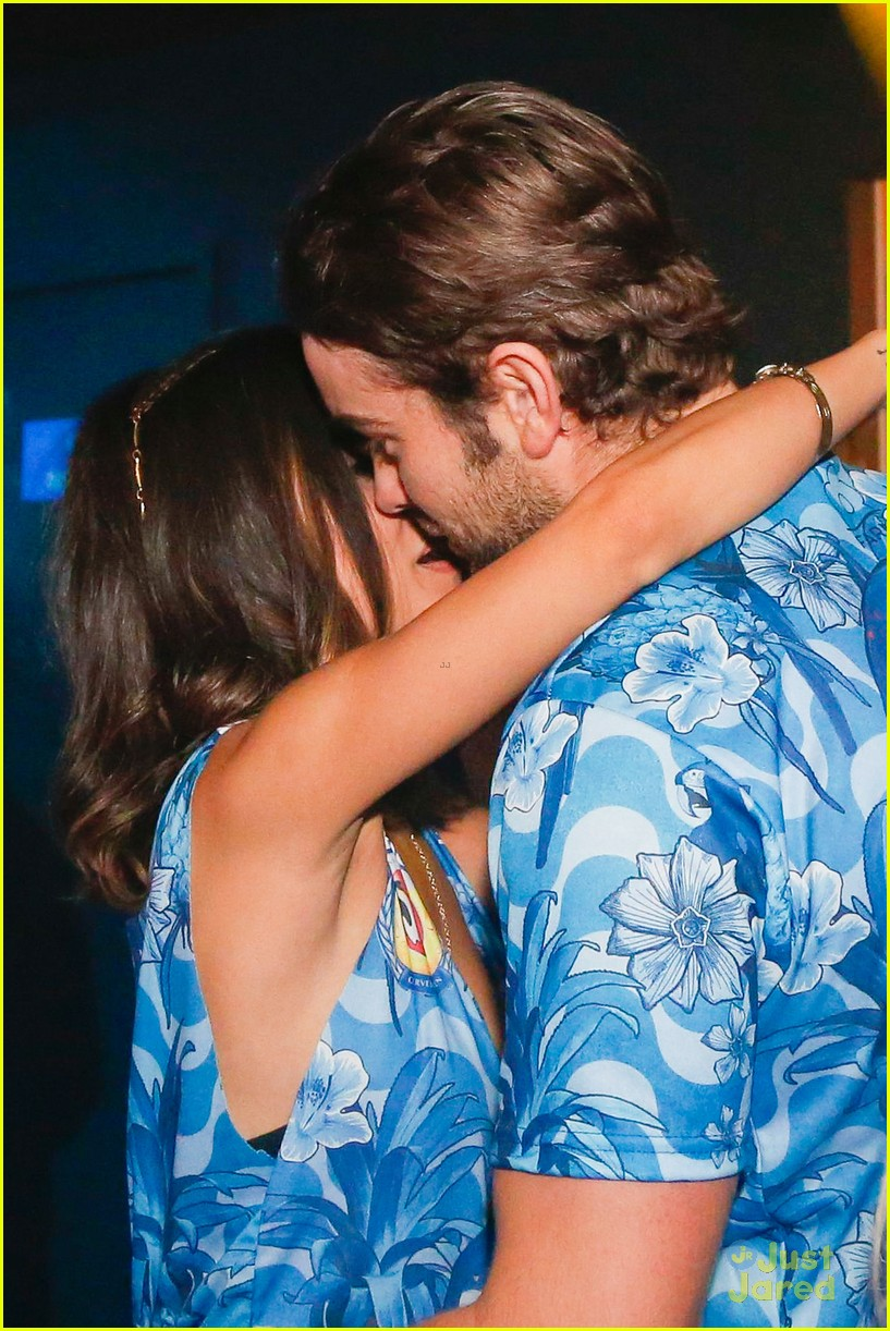 chace crawford makes out with a brazilian singer in rio 02