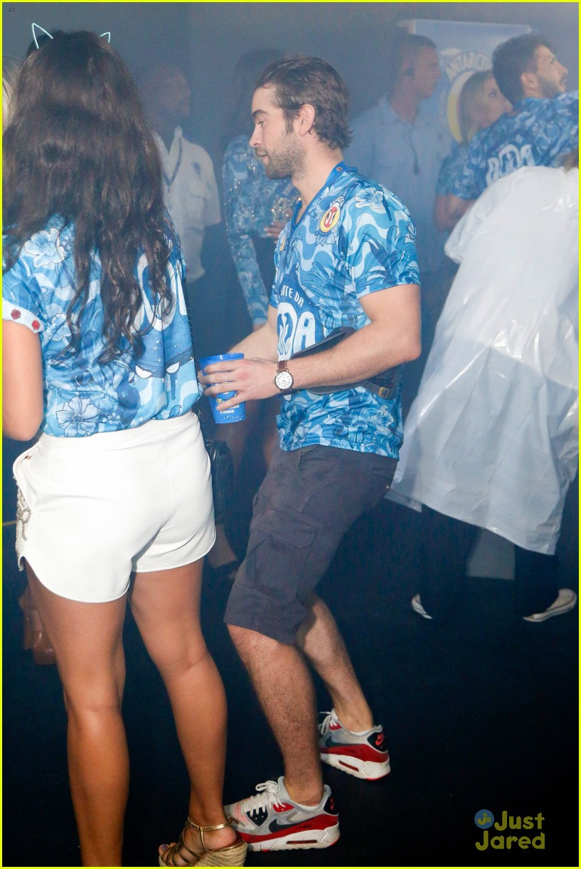 chace crawford makes out with a brazilian singer in rio 18