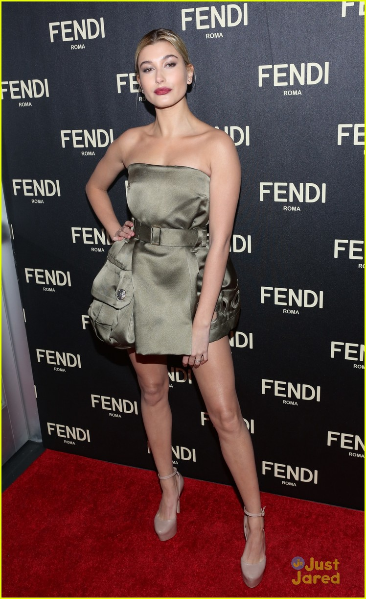 hailee steinfeld hailey baldwin fendi fashion week event 13