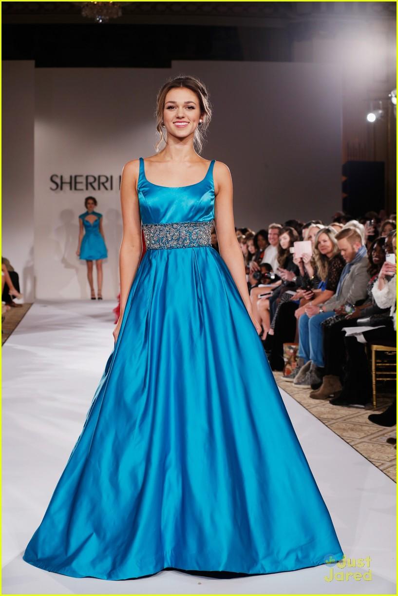 Sadie Robertson Walks The Runway For Sherri Hill Fashion Show - See ...