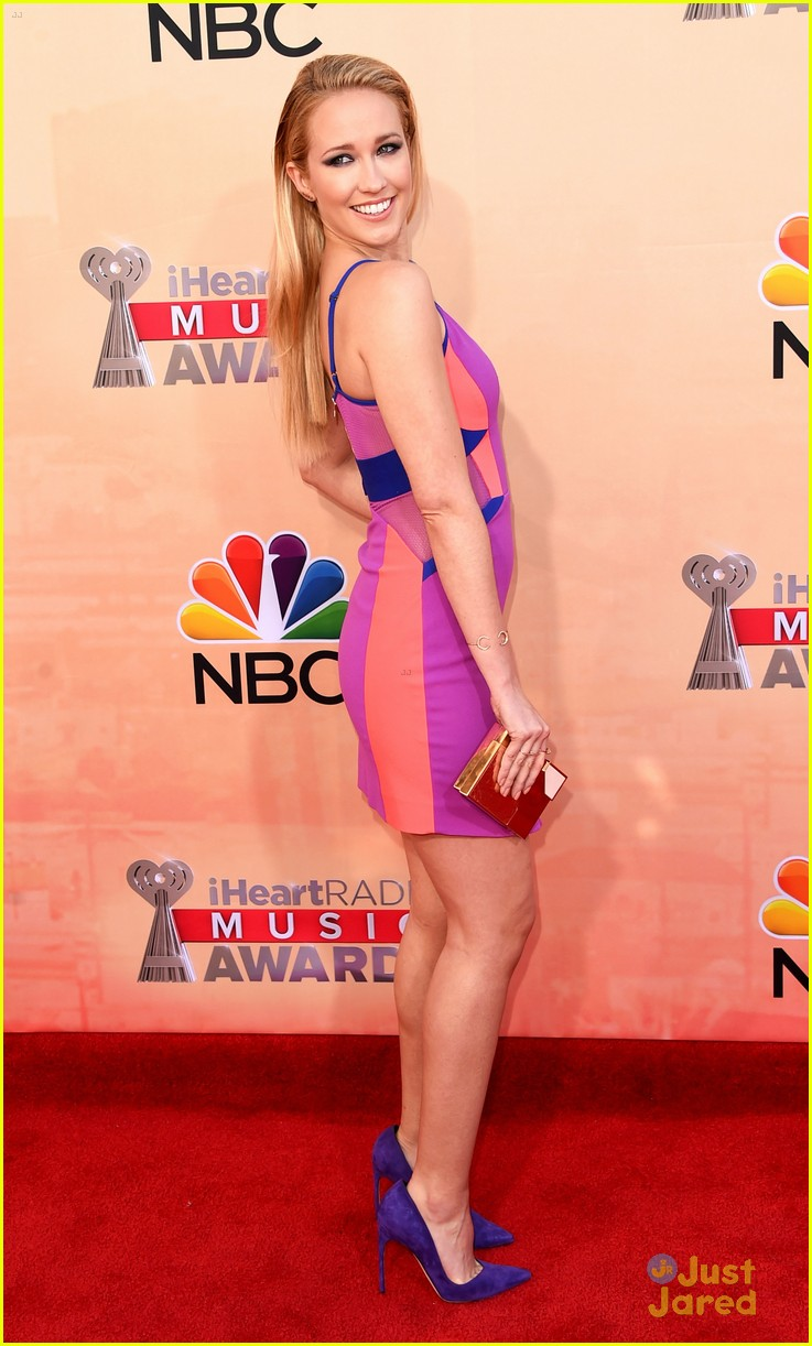hailee steinfeld pitch perfect iheartradio music awards 24