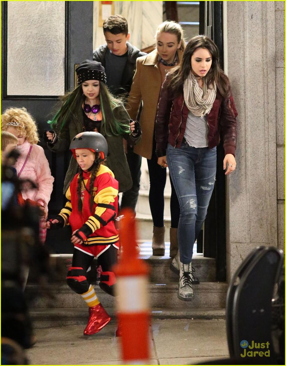 sabrina carpenter sofia carson babysitting filming starts 02