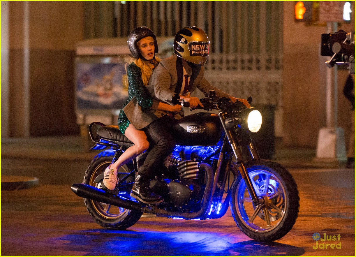 Full Sized Photo Of Emma Roberts Has Nerve To Take Motorcycle Ride 06 Emma Roberts Goes Sparkling Green For Nerve Motorcycle Scene Just Jared Jr
