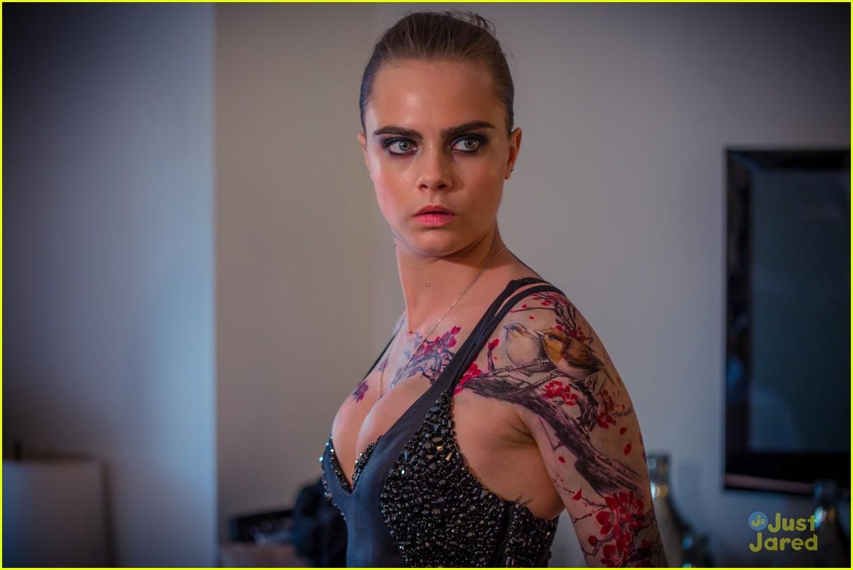 cara delevingne gives bts look at met gala tattoos 04