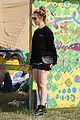 jenna coleman suki waterhouse 2015 glastonbury 19