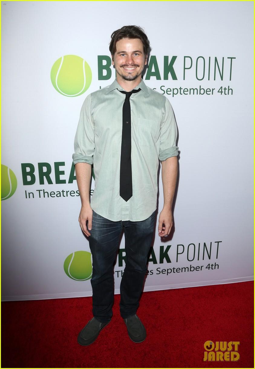 pregnant brooklyn decker supports break point at hollywood screening 09